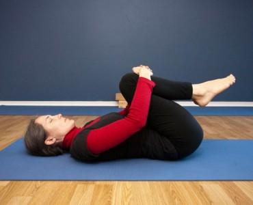 apanasana yoga pose